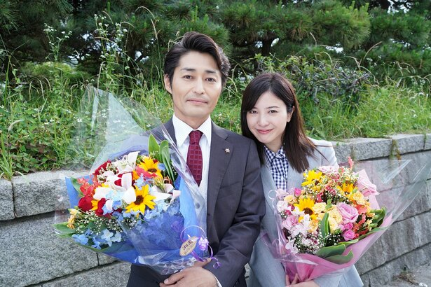 「正義のセ」で無事クランクアップを迎えた主演の吉高由里子と安田顕