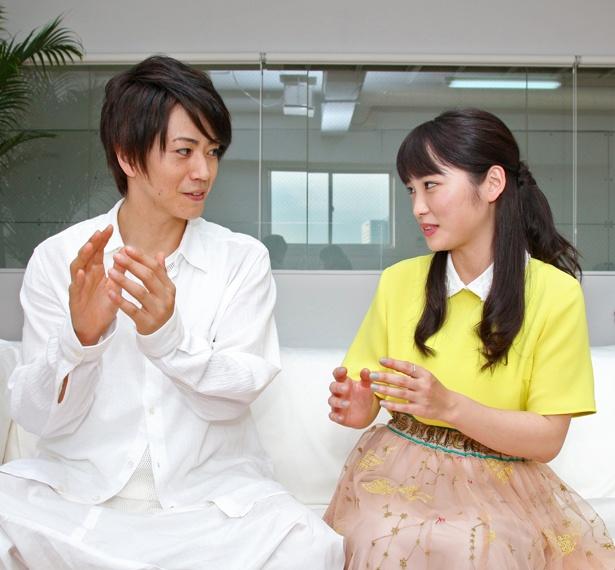 【写真を見る】このインタビューがほぼ初対面という廣瀬智紀と川栄李奈だが、息の合ったトークを展開。笑いの絶えない取材となった