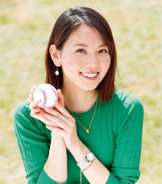 この日、野球ボールのピアスを付けていたヒロドさん。高校野球取材の際はよく身に付けていくそう
