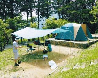 牧の原キャンプ場 / 2階建てで50人収容できる山小屋。2万円で1泊できる