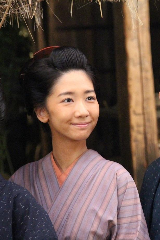 西郷吉二郎(渡部豪太)の妻として「一、二歩下がって支える」