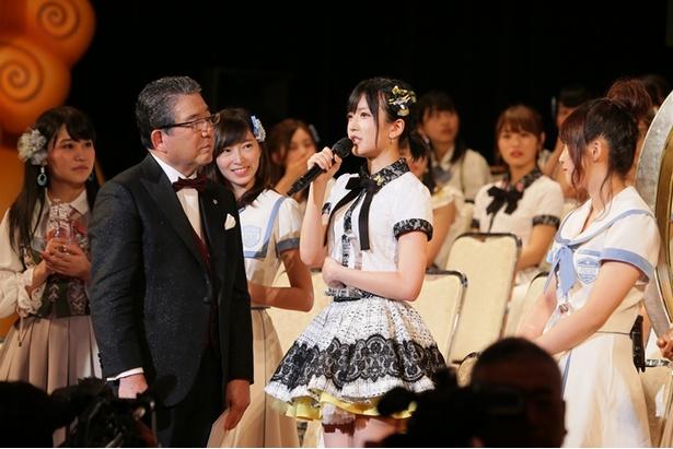 【写真を見る】総選挙の壇上で「結婚発言」を行った須藤凜々花