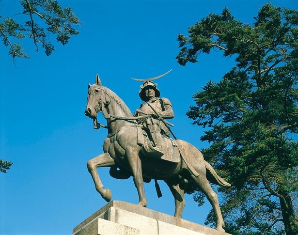 【写真を見る】宮城県仙台市の伊達政宗騎馬像