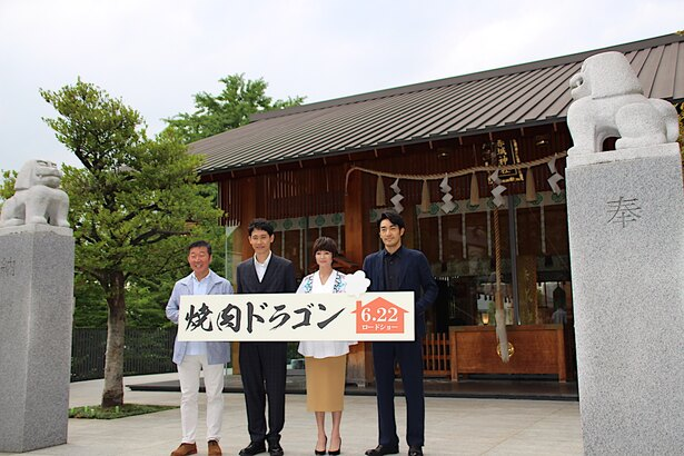 【写真を見る】真木よう子、大泉洋、大谷亮平が赤城神社で大ヒットを祈願した