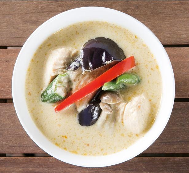 【写真を見る】anni panni / 「タイカレーセット」(900円)の野菜たっぷりカレーは女性にうれしい