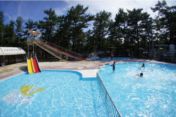 くにの松原キャンプ場 / 場内にある町営プール(4歳以上210円)。7、8月にオープン