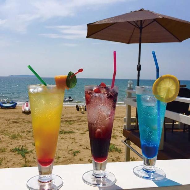 Cafe BEACH COMBER / 3種類の「ノンアルコールドリンク」(各600円・左からダンディライオン、フィジースイート、ブルーフィジー)