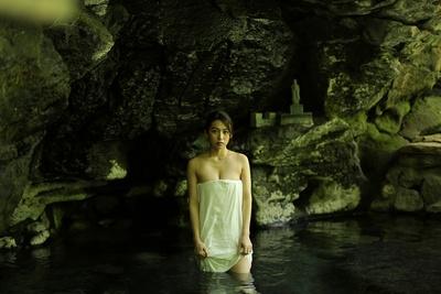"""人気急上昇!""""九州の太陽""""佐藤あいりと巡る混浴温泉~大分 ..."""