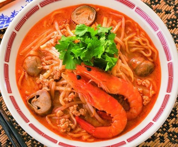 【写真を見る】バーミヤンのアジアフェア「世界3大スープ!海老トムヤムラーメン(税抜699円)」