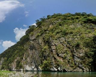 立神峡公園 / 高さ75m、幅250mの大岩・立神峡