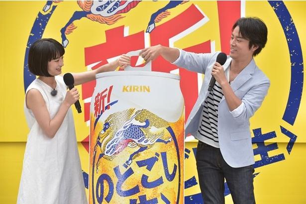 """巨大缶を開けると""""新!のどごし<生>号""""がオープン!"""