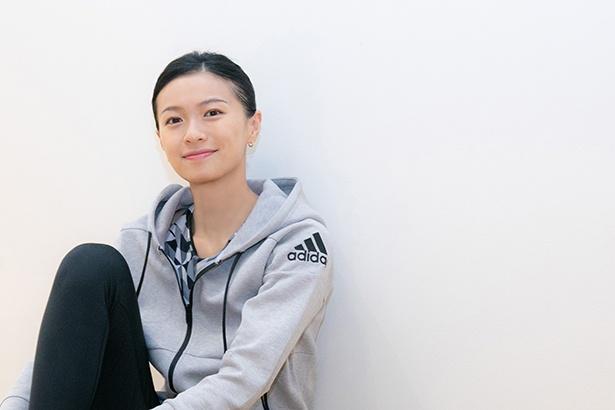 「アディダス」のウィメンズアンバサダーを務める女優の榮倉奈々さん