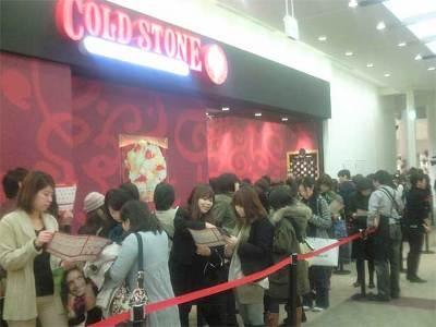 1階の「コールド・ストーン・クリーマリー」は100名以上の行列!