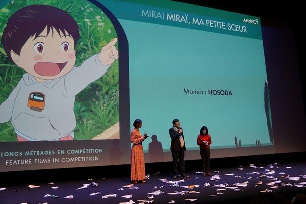 【写真を見る】満員の観客から拍手の嵐!『未来のミライ』公式上映の模様をチェック