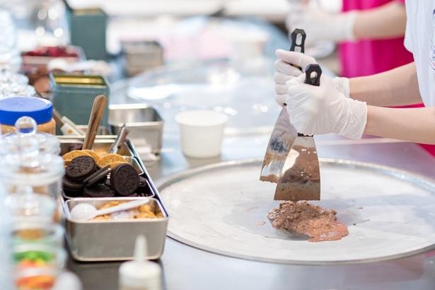 調理はマイナス10℃以下に冷やしたコールドプレートで