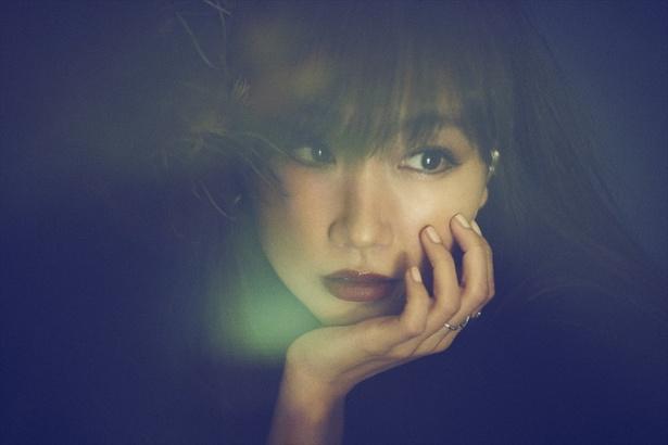6月22日(金)よりdTVにて配信されるオリジナルドラマ「婚外恋愛に似たもの」の主題歌は大塚愛の「あっかん べ」