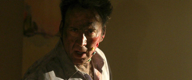 【写真を見る】顔が血まみれでもお構いなし!我が子への正体不明の殺意に突き動かされた父親を演じたニコラス