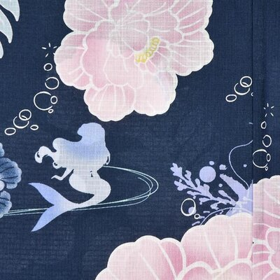 シェルの形になった牡丹の花びらや、海藻やヒトデで表現された葉っぱ、儚げなタッチで泡が描かれている。