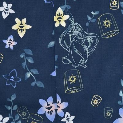 藍色に桔梗をあしらった涼感のある柄にラインアートのラプンツェルをあしらったデザイン。ゴールドラメのランタンがアクセント。