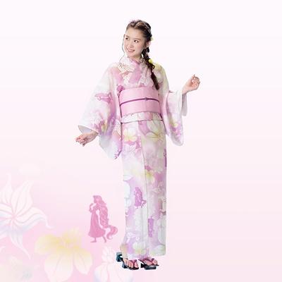 【写真を見る】ラプンツェルや菖蒲をデザインしたピンクの浴衣