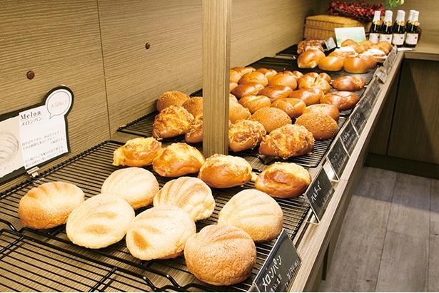 「ベークショップ イワハシ」では体に優しい素材で作るパンやケーキが手に入る