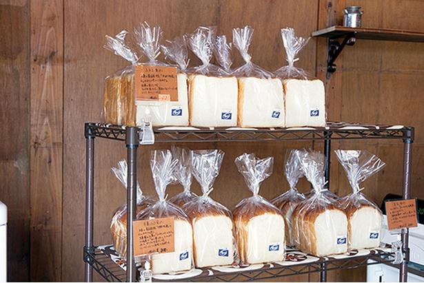 「ふるる 平尾浄水町店」の「食パン」(400円)。糸島産の卵と牛乳で作った一番人気メニュー。素朴な味わいで子供にも好評だ