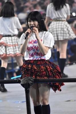 AKB48グループ総監督の横山由依さん (AKB48グループコンサートより)