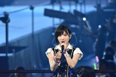 AKB48とSTU48を兼任している岡田奈々さん (AKB48グループコンサートより)