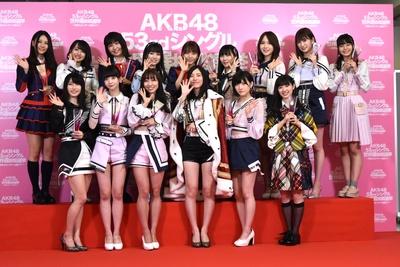 シングル選抜に選ばれたメンバー (3位の宮脇咲良さんは欠席)