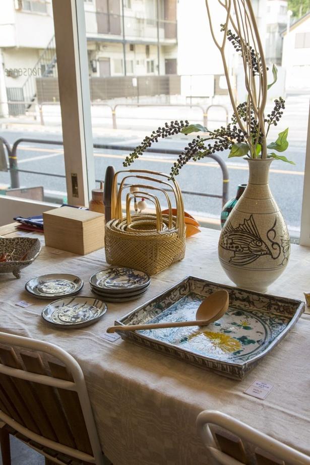 今の季節にぴったりの涼しげな和ガラスや和食器は500円〜