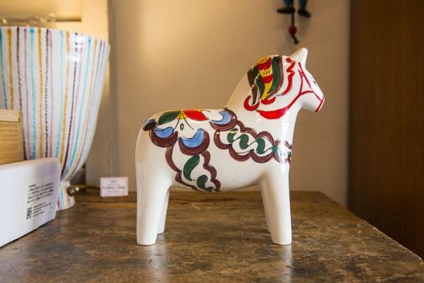 スウェーデンの民芸品ダーナラホースをブラジル流にアレンジした陶器(3000円)はなんともキュート