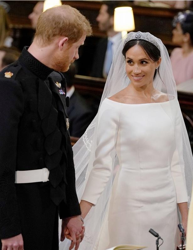 ウェディングドレスはジバンシィを着用
