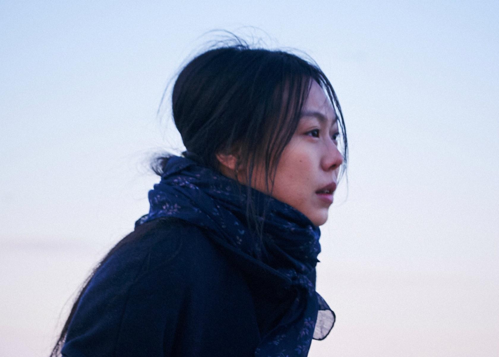 キム・ミニがベルリン国際映画祭で韓国人女優初の女優賞を獲得した『夜の浜辺でひとり』