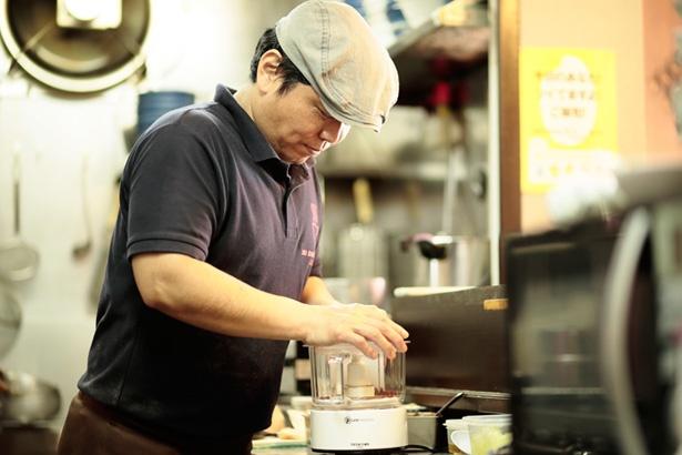 和山椒は粒のまま仕入れ、店内で粉状にしてから使用する