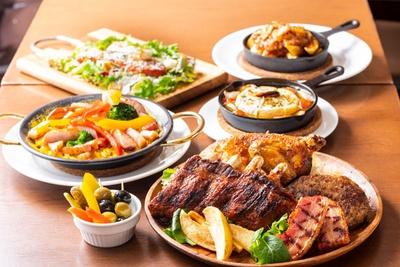 """「Grill&WineBar Good Ton」は、千葉県産""""匠味豚""""を使用した骨付きロースのグリルをはじめ、ワインに合う肉メニューが充実した、スパニッシュ&イタリアンの肉バル"""