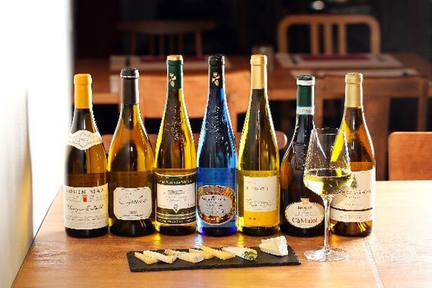 世界15カ国から厳選したワインと共に、洋風軽飲食も用意するワインバー「World Wine Bar by Pieroth」