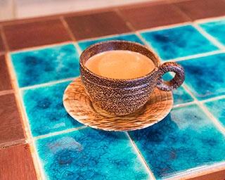 インド・バラナシの人気チャイ屋さんで仕入れた茶葉が楽しめるチャイ500円