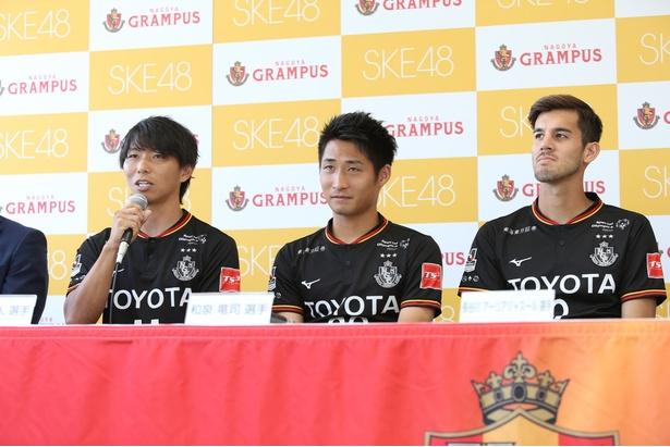 決意表明をする選手たち(左から佐藤寿人選手、和泉竜司選手、長谷川アーリアジャスール選手)