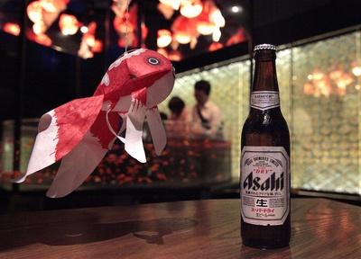 世界中の金魚に囲まれながらビアホールのように過ごせる「世界の金魚ビアホール」も開催される