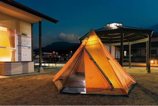 夢の湯ガーデン キャンプ場 /  すべての区画に芝生スペースが備わる