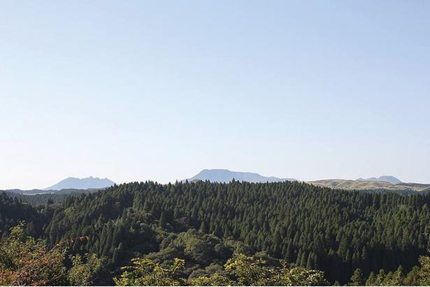 吉原ごんべえ村 / 標高690m、青い空と緑の山のコントラストが美しい