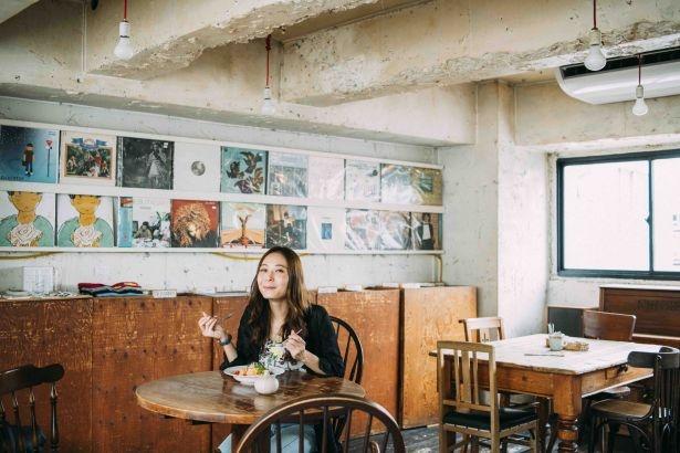 お店のコンセプトは、ご飯がおいしくて、音楽が寄り添っている場所。「CITY COUNTRY CITY」という店名は、都会のなかにある田舎という意味から