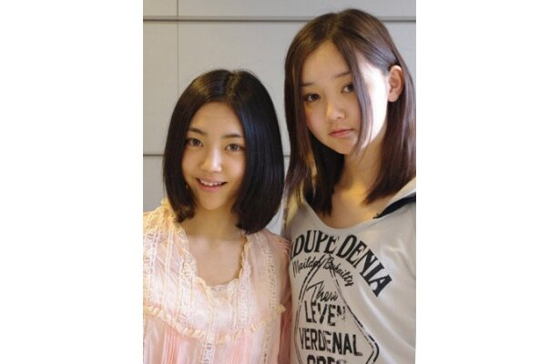 はつらつと取材に応じてくれた江野沢愛美さん(写真右)と山谷花純さん(写真左)