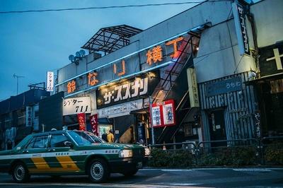 「Gijido」がある「鈴なり横丁」には、ディープな下北沢を満喫できる個性的なお店ばかり