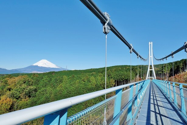360度どの方向を見ても感動的な眺望が楽しめる。富士山を望むには、空気が澄んで見えやすくなる晴れた日の午前中がおすすめだ