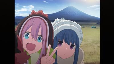 早起きしたなでしこが富士山からの日の出を鑑賞。その後、リンと共に、朝の富士山をバックに記念撮影をするのだった