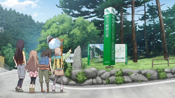 """""""達磨石""""や二股に枝分かれした木の間から富士山が覗ける""""股のぞき""""、パワースポット""""神鈴の滝""""や""""八十八大師""""など、実在のスポットが登場"""
