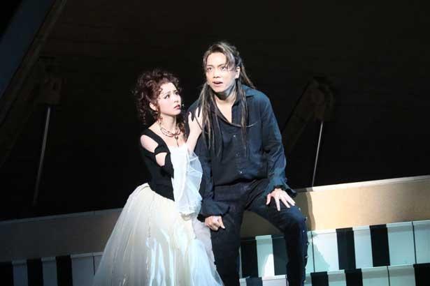 モーツァルト役・山崎育三郎(写真右)とは、2014年に続き2回目のコンビ