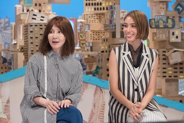 「LIFE!」に初出演するYOU(左)と滝沢カレン(右)