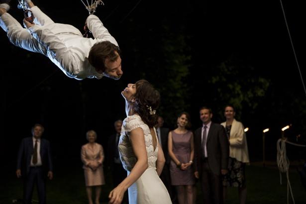【写真を見る】フランスの結婚式ではこんなトンデモ演出も!?
